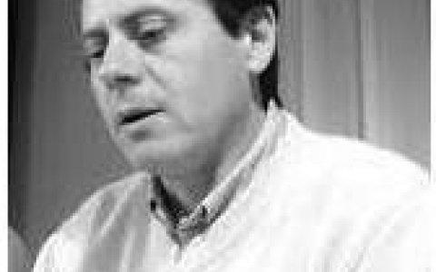 Hoy A  Un Año Del Fallecimiento ex Intendente de Larroque  Fabio Larrosa,  Hoy 18 Horas Se Realizara Un Homenaje En El Cementerio De Larroque