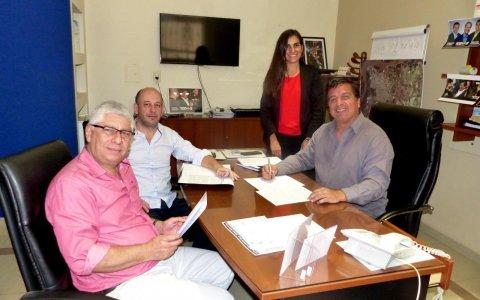 LARROQUE. 15 NUEVAS VIVIENDAS. Se firmamo el Contrato de Obra con la Cooperativa COPUL, financiado 100% con fondos provinciales.