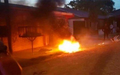 Acusado de violar a tres nenas obtuvo domiciliaria y vecinos incendiaron la casa