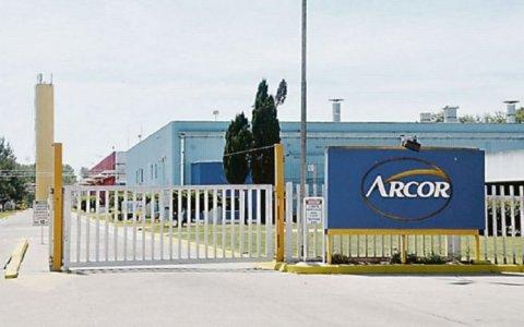 Por caída de ventas, Arcor adelanta vacaciones a 2.500 empleados.