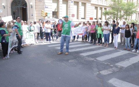 Paraná: Municipales de ATE marcharon al palacio municipal y anunciaron la realización de una olla popular