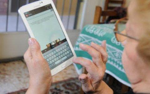 Comenzó la entrega de tablet  a los adultos mayores