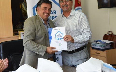 """La municipalidad y enersa  firmaron el convenio en el marco del programa """"mi hogar seguro"""""""