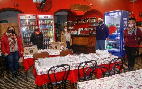 Personal de Turismo y Salud recorren comercios gastronómicos
