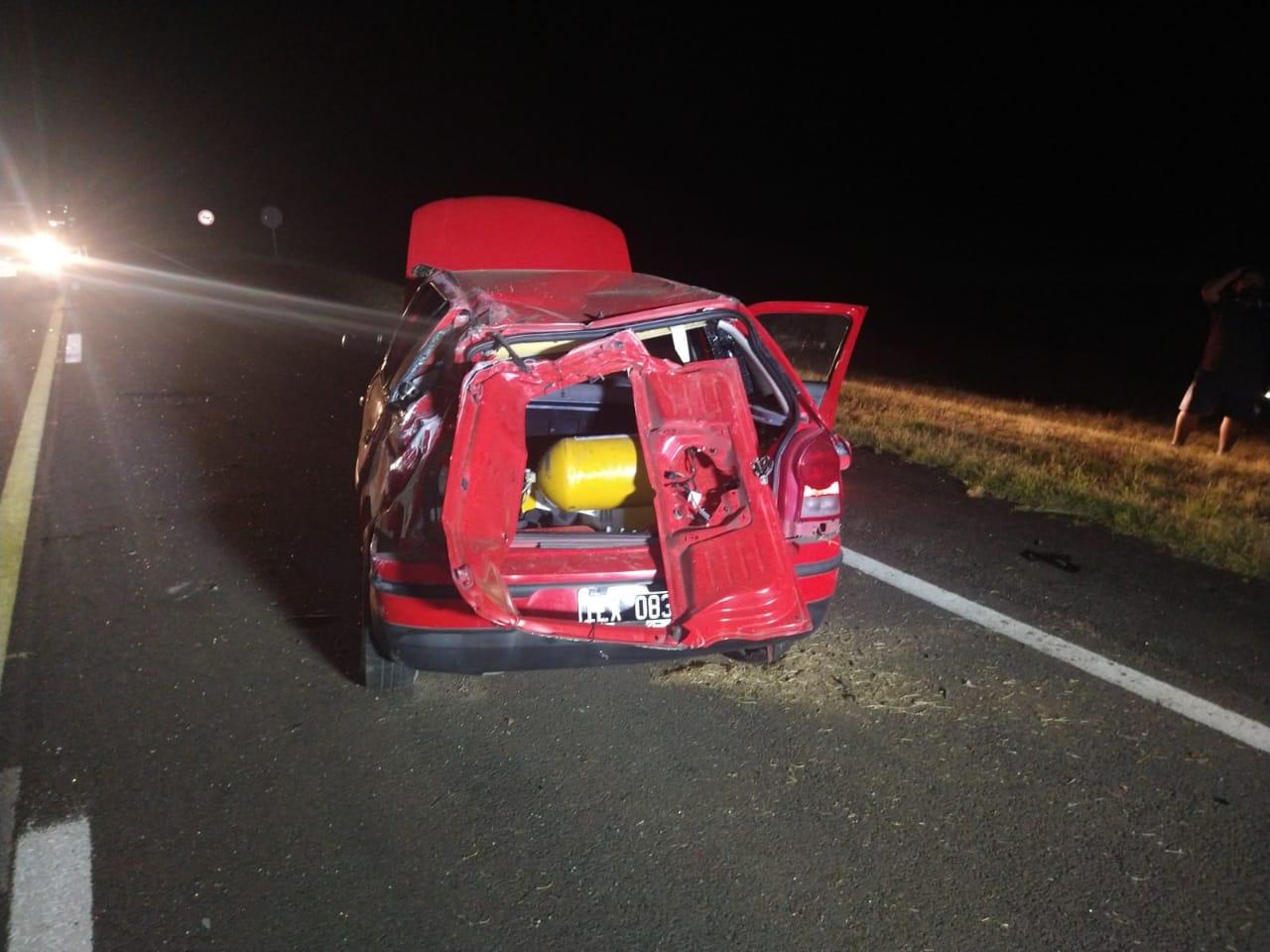 Un violento accidente vial terminó con dos personas derivadas al hospital.
