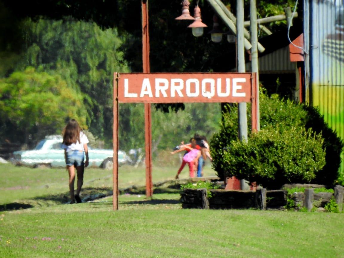La Municipalidad de Larroque organizó para este martes 1° de diciembre, desde la hora 19, frente a la Estación del Ferrocarril (por calle Ramírez) el acto oficial conmemorativo del 111° Aniversario de la fundación de Larroque.