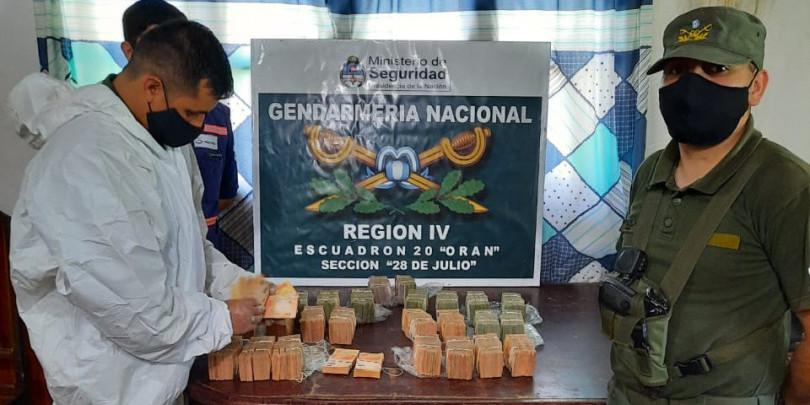 Trasladaban más de 9 millones de pesos sin documentación legal