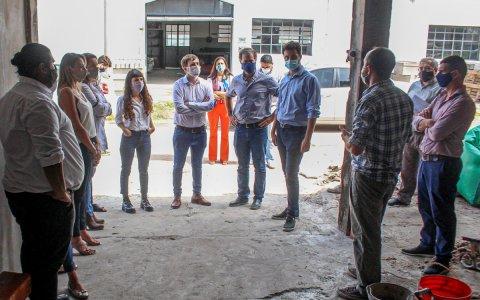 Mercado municipal: Piaggio recorrió la obra con funcionarios nacionales