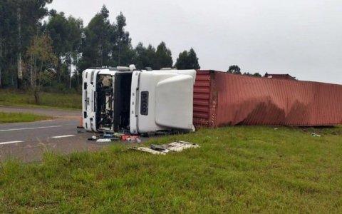 RUTA 14: Piden circular con precaución por un camión que permanece volcado al norte de Concordia