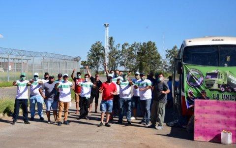 Camioneros bloqueó por tiempo indeterminado Paso de los Libres y crece la tensión en la frontera con Brasil