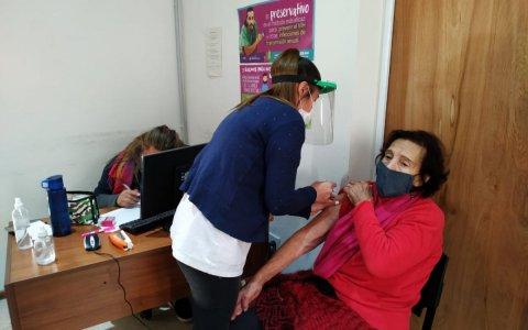 La municipalidad continúa con los operativos de vacunación contra covid y gripe