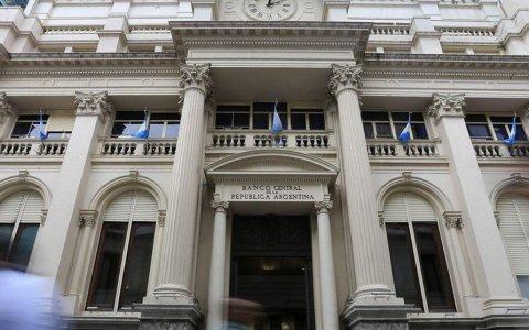 Cómo es el plan del Gobierno para conseguir pesos y evitar más emisión del Banco Central.