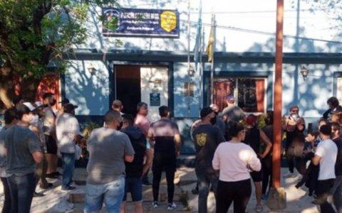 Concepción del Uruguay: Manifestación frente a comisaría tras detención de vecino imputado de usurpación