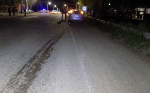 Hombre murió al ser arrollado por un auto:habría estado «tendido» sobre la calle