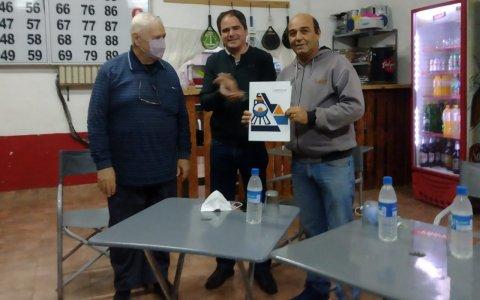 El municipio de Larroque formalizó la entrega de un predio para el Club Central.
