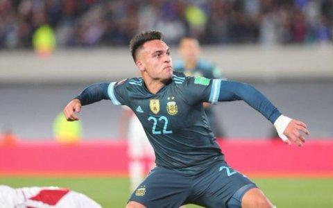 Argentina venció a Perú en un trámite ajustado y sigue firme